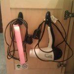 استفاده از قلاب برای نگهداری لوازم برقی